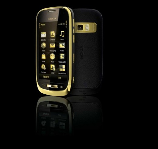NCPackShot Black Nokia Oro 2 520x490 Nokia Oro: A gold plated, sapphire crystal and leather lined Symbian smartphone