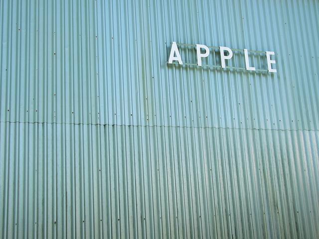 Apple modifies complaints against Samsung, asserts more patents