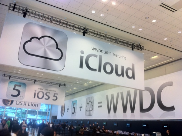 Apple kills MobileMe. Say hello to iCloud, for free.