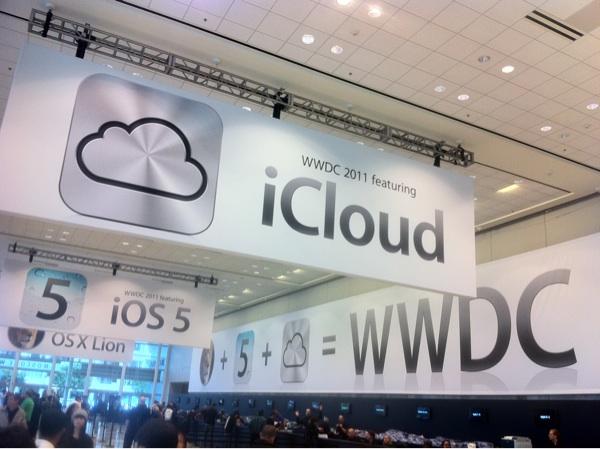 Apple kills MobileMe. Say hello to iCloud, for free.