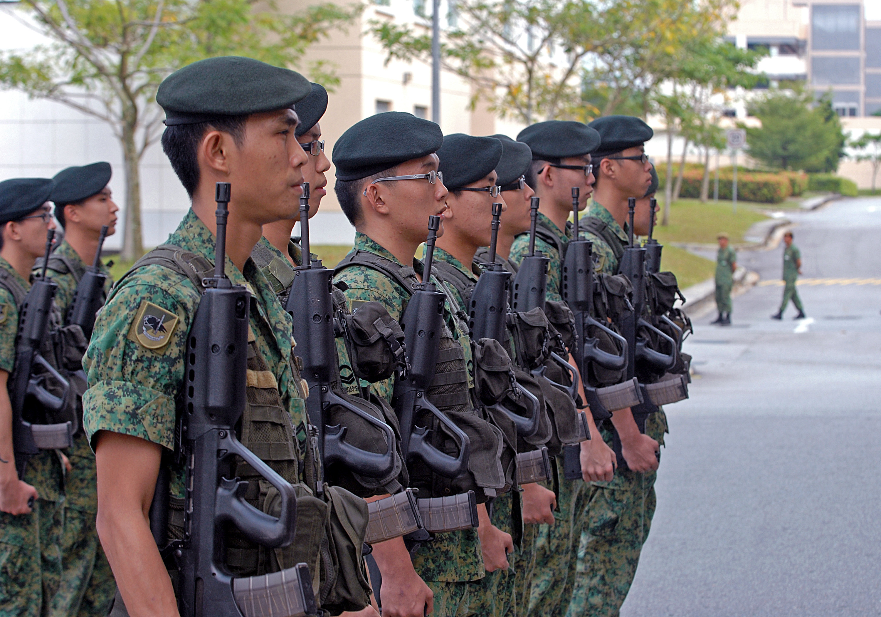 Singapore to issue 8,000 iPads to new military recruits