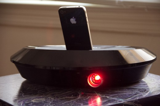 neoi 2 520x346 Make iPhone movie night easy with the Optoma Neo i projector