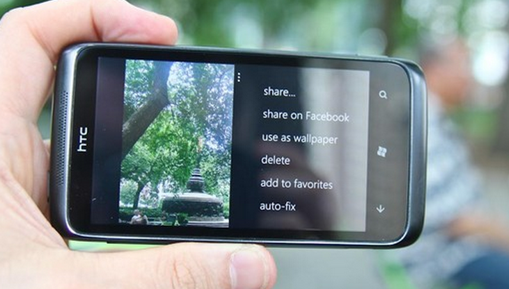 Microsoft pitches WP7 Mango's communication features