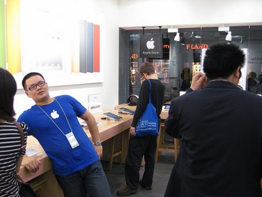Fake Apple Store employees are aware they don't work for Apple