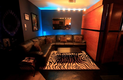 Recording Studio LoungeSm 520x337 How musicians are making money by returning to their roots