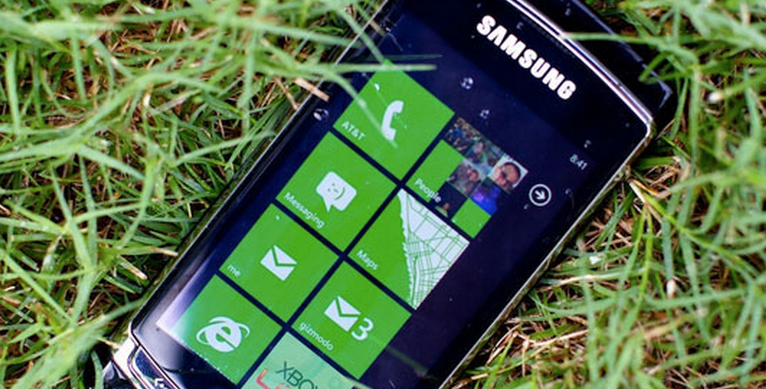 Microsoft releases free WP7 games, annoys its community in the process