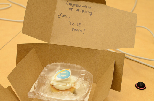 2011 08 16 1151 520x340 Microsoft sends Mozilla tiny cupcake to celebrate small Firefox release