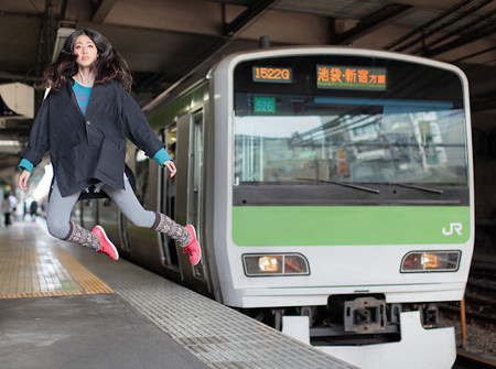 floating 11 Japanese girls incredible levitation photos