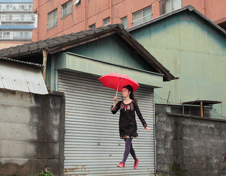 floating 17 Japanese girls incredible levitation photos