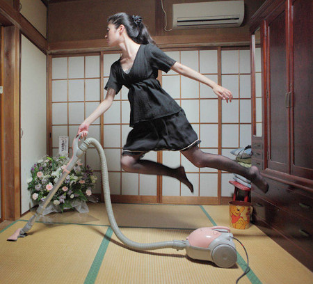 floating 7 Japanese girls incredible levitation photos