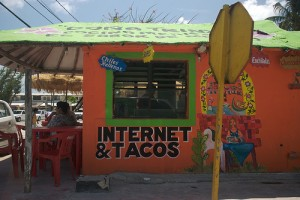 internet cafe tacos 300x200 Internet in Mexico, Starting a Long Journey