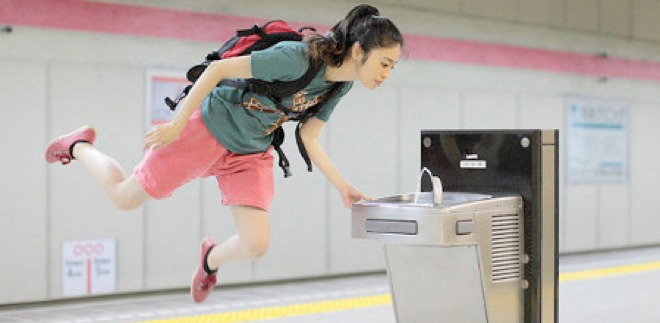 Japanese girl's incredible 'levitation' photos