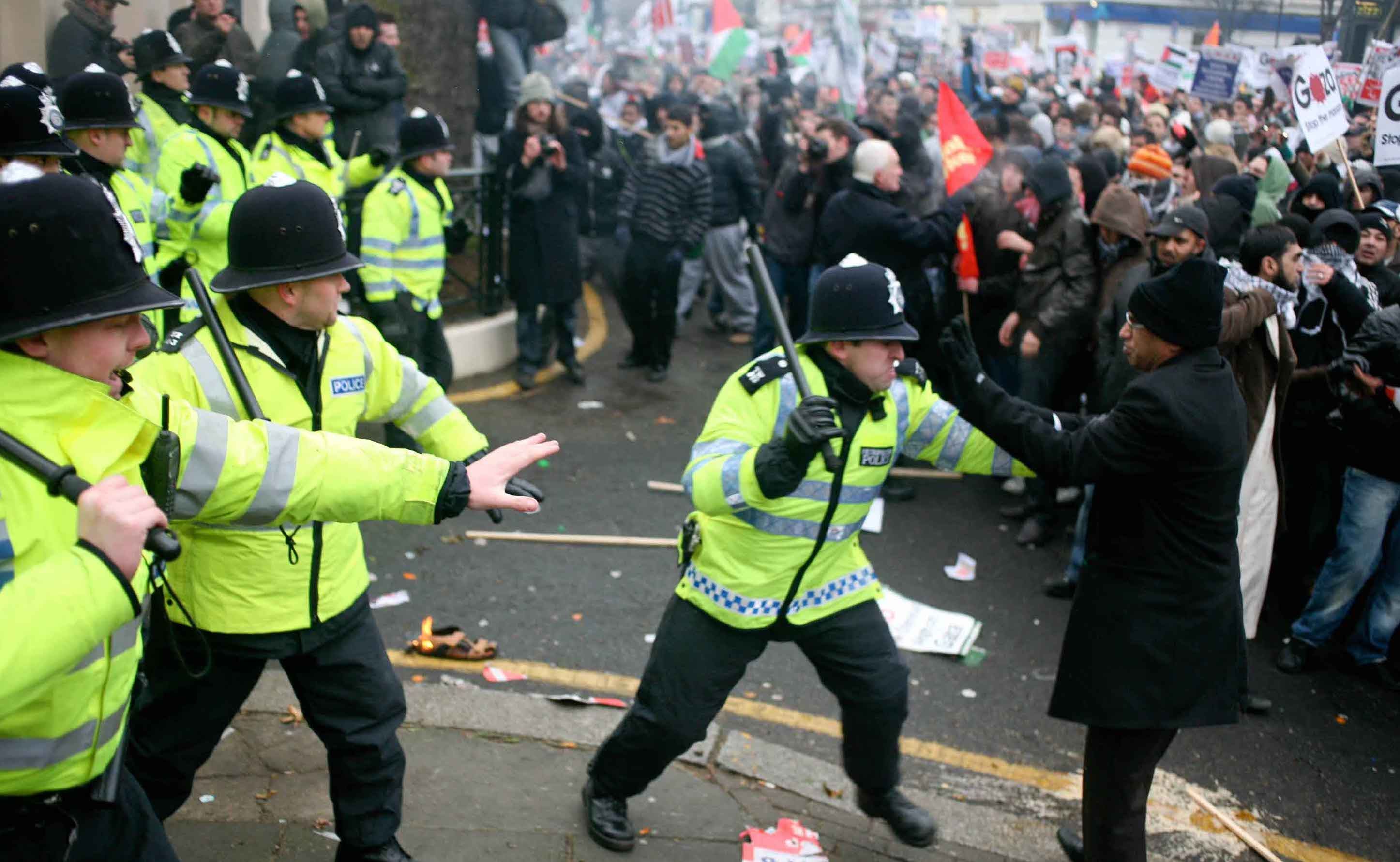 "UK riots spark a UK Twitter record, claiming ""1 in every 170 UK Internet visits"""