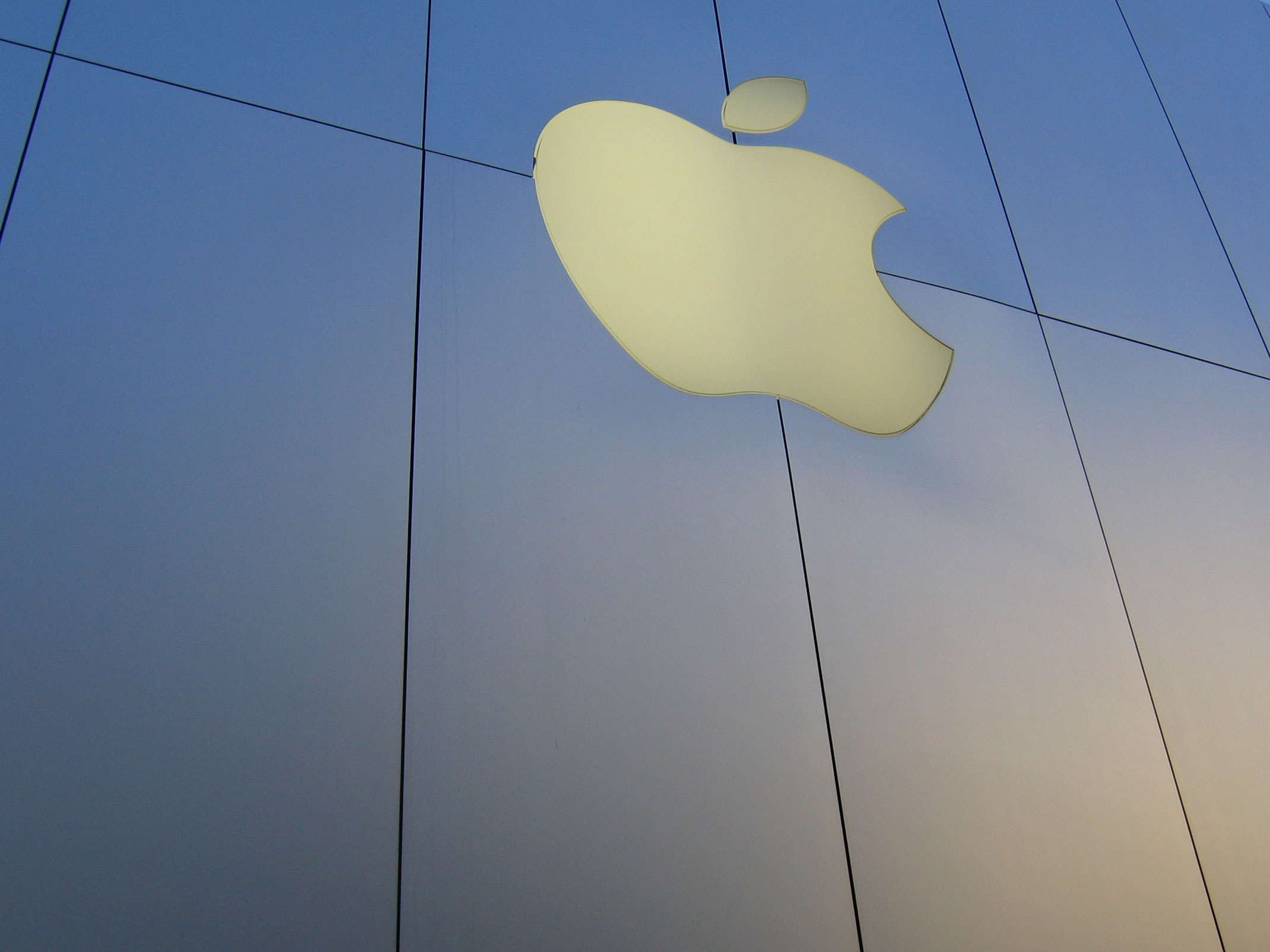 Apple and Dropbox partner with the EFF to fight for user privacy in Congress