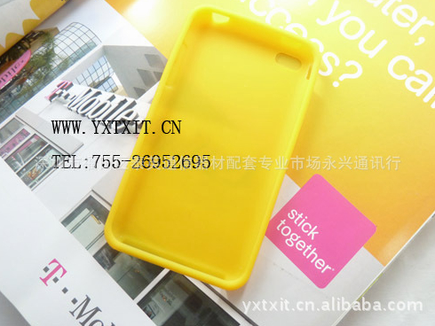 6100679659 96a8456451 o Tons of iPhone 5 cases leak, point to a phone as thin as an iPod touch