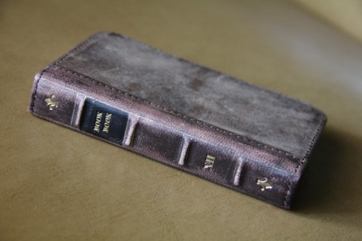 IMG 4960 520x346 Love books and hate carrying a wallet? The BookBook iPhone case is for you