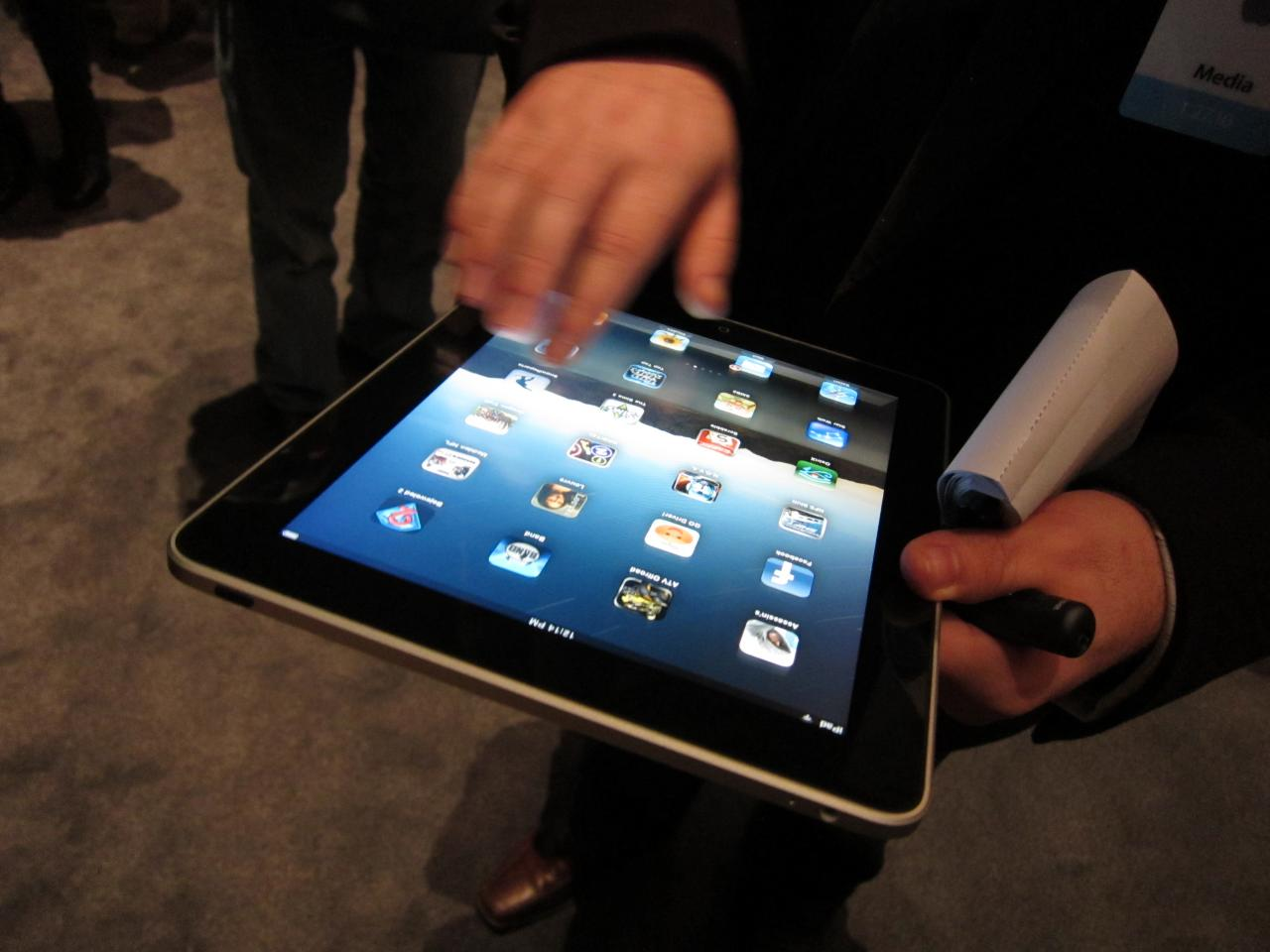 "Apple ""should be in no rush"" to release iPad 3, says J.P Morgan"