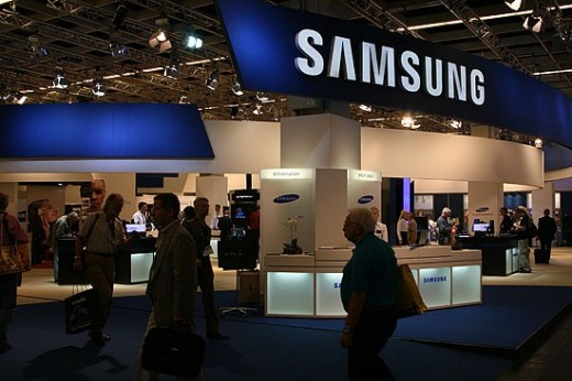 samsung1 001 520x346 Samsung Galaxy Note launches with 5.3 inch Super HD AMOLED screen, dedicated stylus