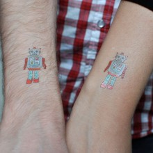 tattly robot applied 1 large 220x220 10 awesome online stores that are building a business on Shopify