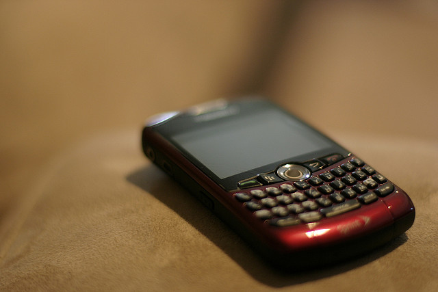 RIM offers free apps, support as compensation for BlackBerry outage