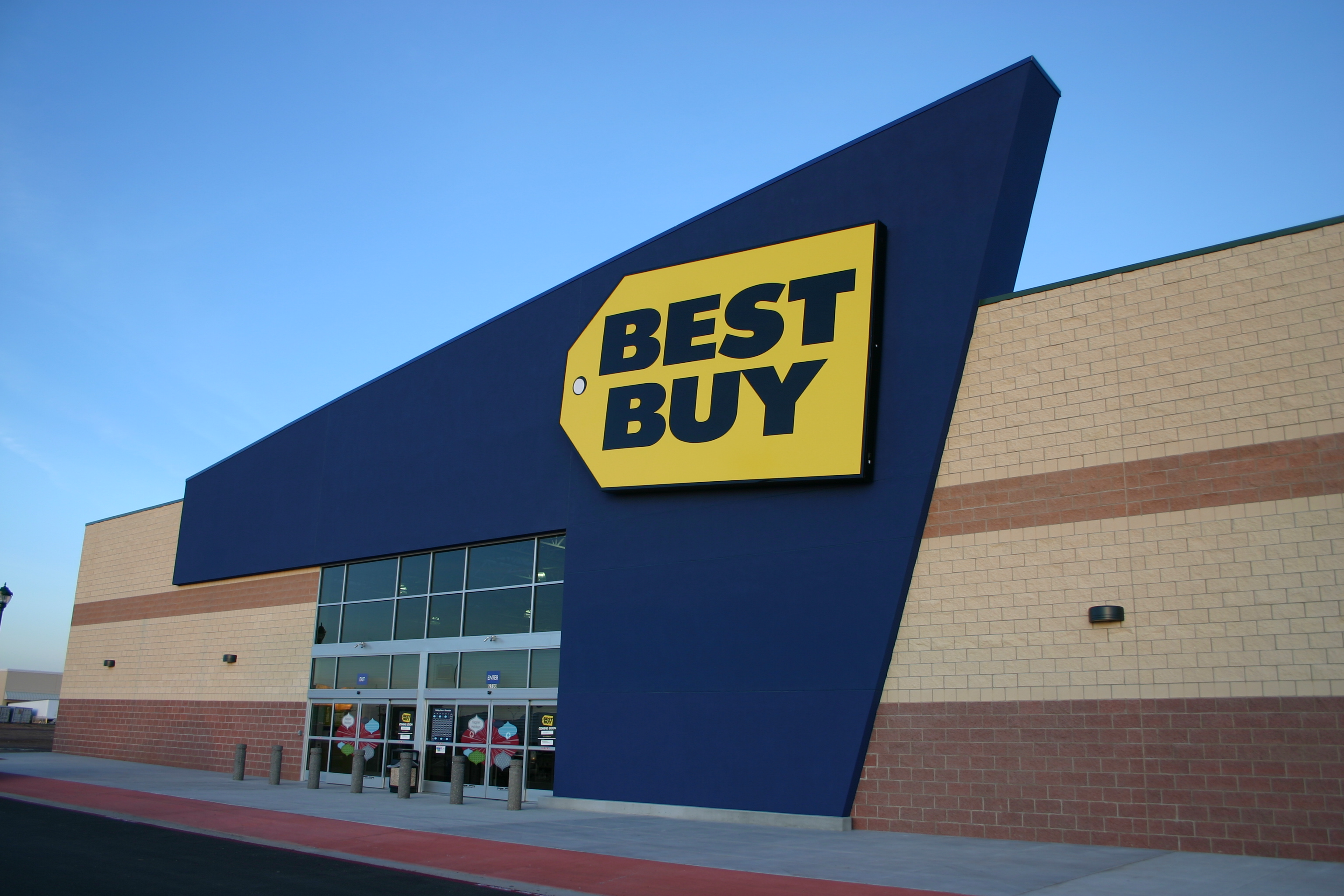 best buy joins att and apple stores in selling out of iphone 4s