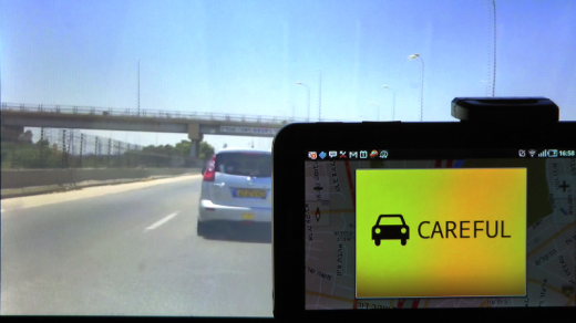 iOnRoad running in the background and popping up with tailgating warning 520x292 This free app turns your Android phone into a collision avoidance system