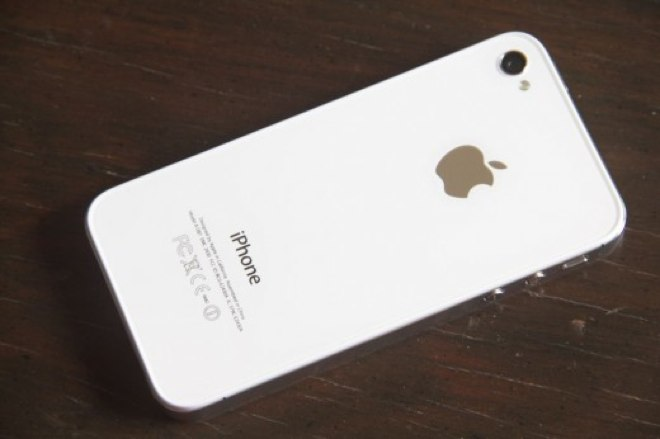 Sprint pays Apple $200 more per iPhone than any other device
