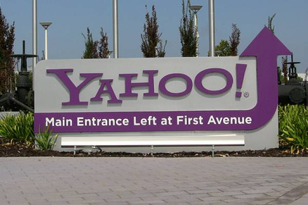 Yahoo looking to sell Japanese stake, exit market