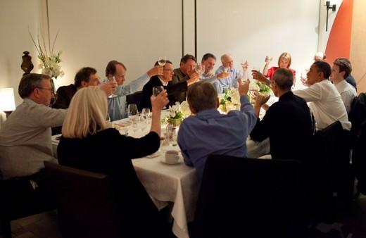 techgeekdinner 520x338 Presidential perks: Steve Jobs personally handed Obama a pre release iPad 2