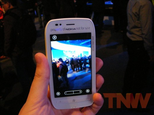 tnw77 520x390 Hands on with the Nokia Lumia 710 Windows Phone [Photos]