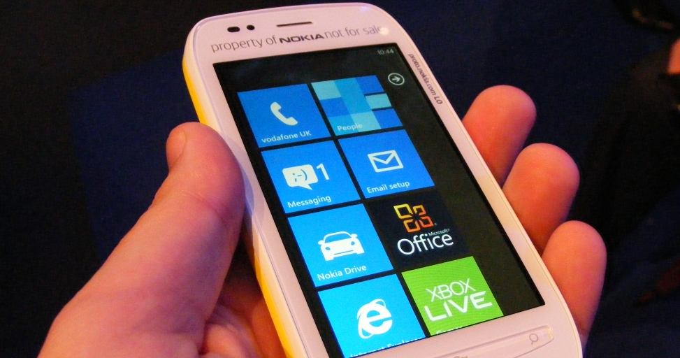 Early indicators show Windows Phone may be selling better than expected