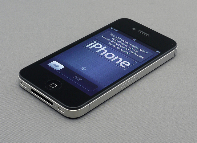 South Korean operators seeing high cancellations, slowing sales of iPhone 4S