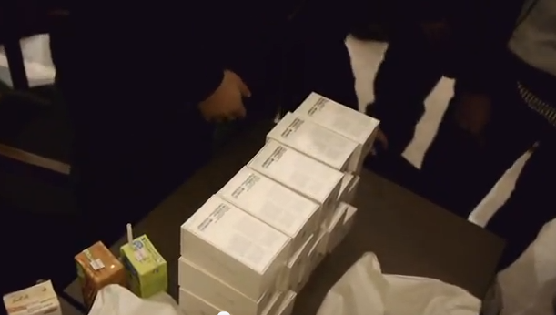 Watch the Hong Kong launch of the iPhone 4S get owned by scalpers
