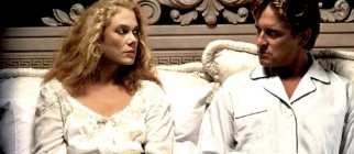 War-Of-The-Roses-kathleen-turner-21891867-1366-768