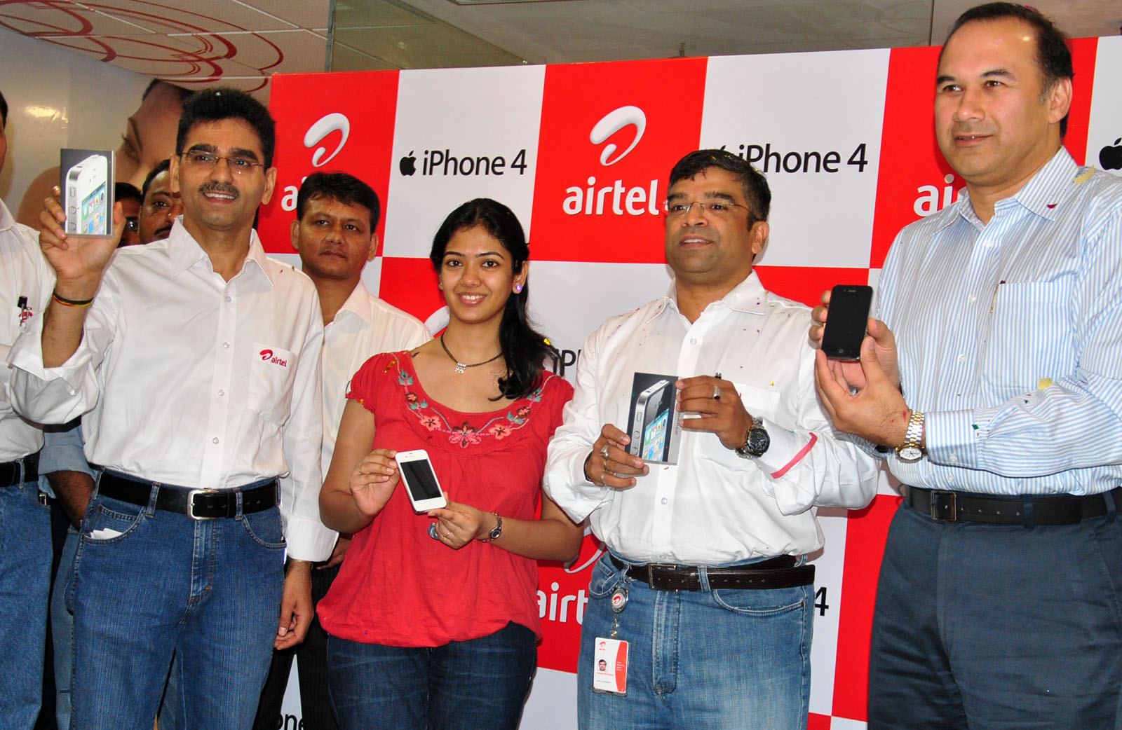 iPhone 4S tariffs in India are as expensive as the phone itself