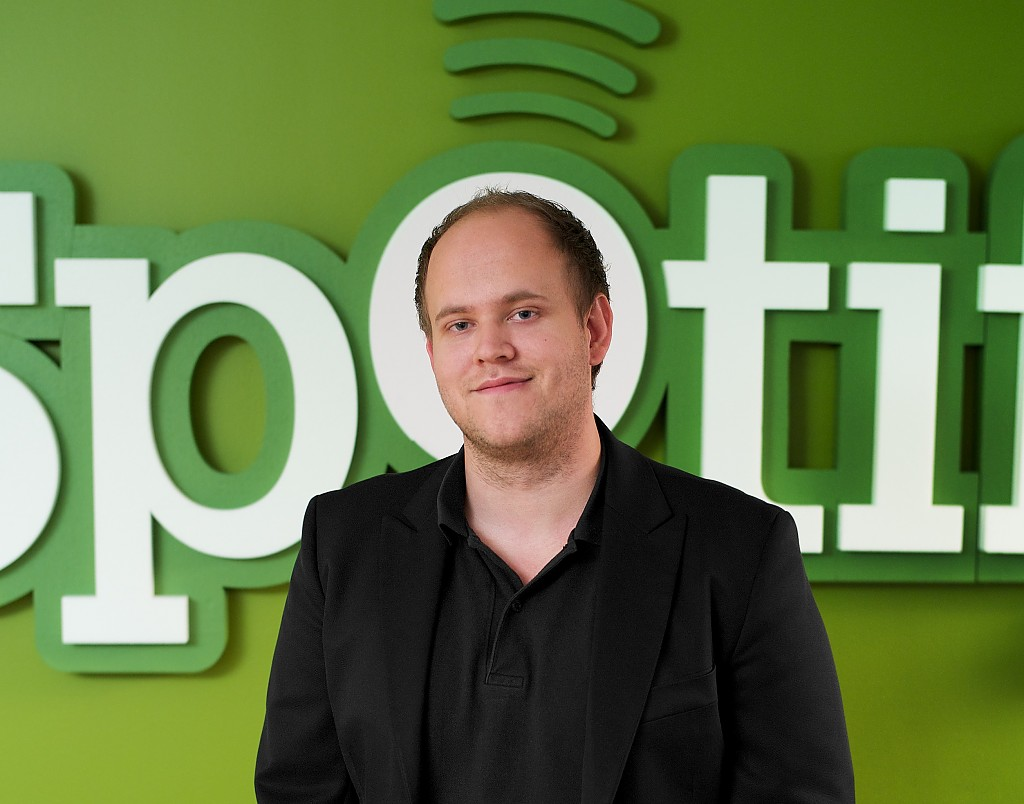 Spotify hits 2.5 million paying subscribers