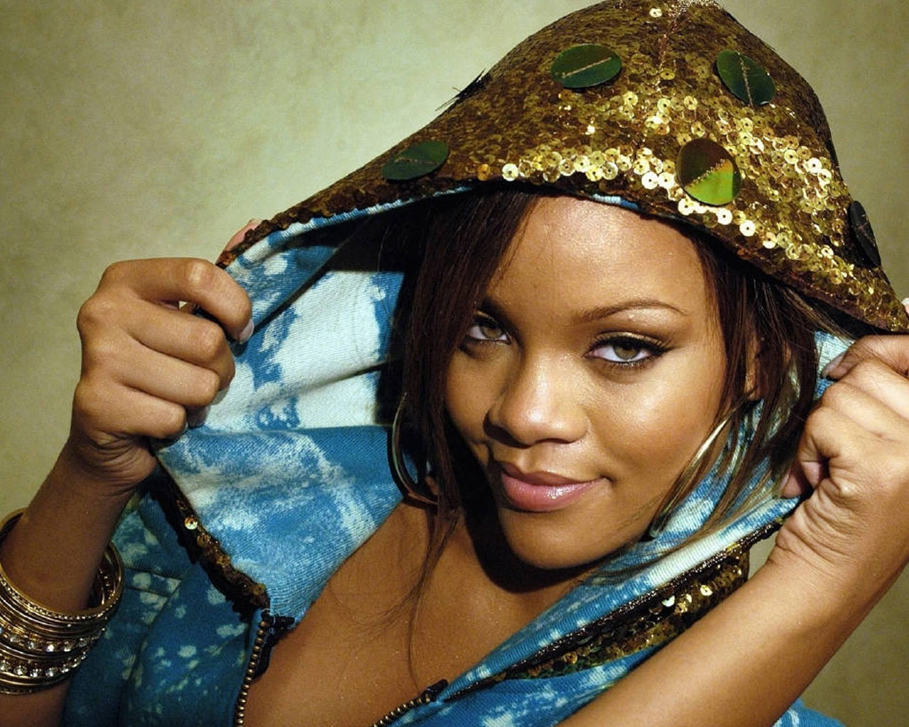 Wanna shop like Rihanna? Topdust is a soon-to-launch pop music shopping site