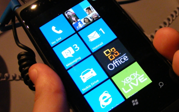 The Nokia Lumia 800 on track to support DLNA via downloadable app