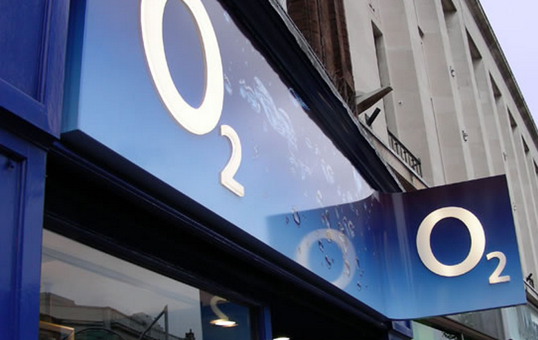 O2 hasn't pulled the Lumia 800, instead claims that it is out of stock