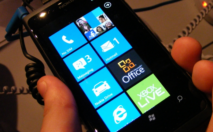 Nokia's Lumia 800 gets the TSA treatment from the FCC