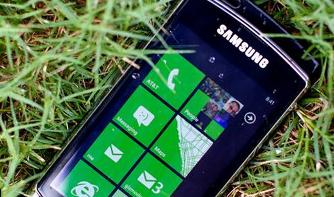 Windows Phone is roughly flat heading into the last stretch of the holiday season