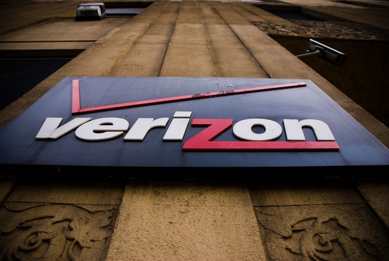 Verizon drops $2 payment fee after severe customer backlash