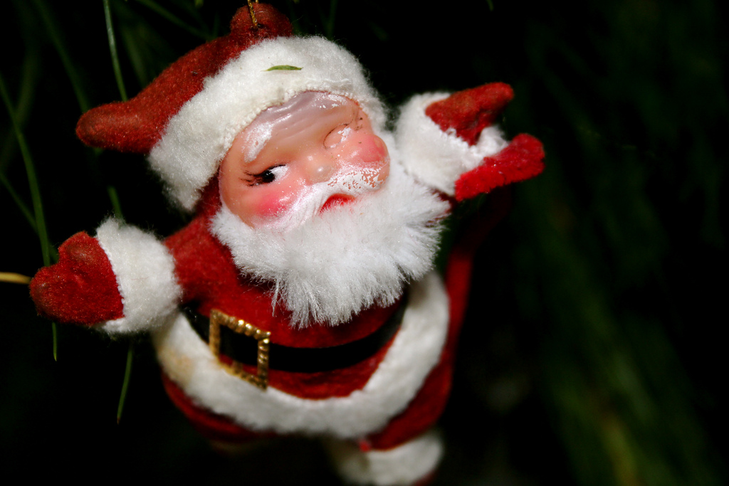 Send a somewhat creepy personalized video greeting from Santa with this iOS app