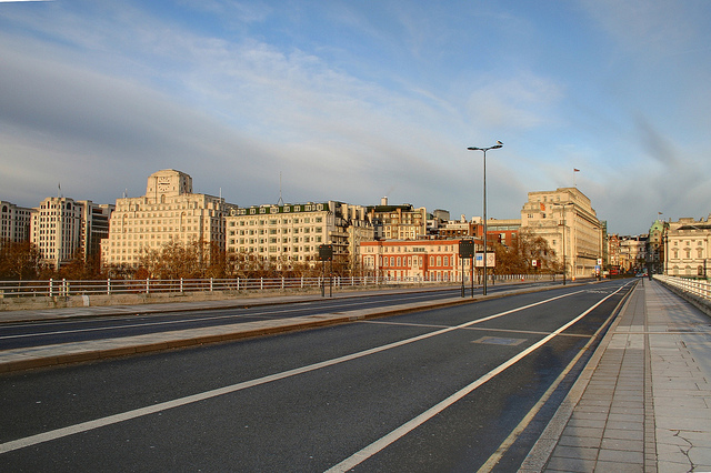 Eerily Stunning: London's Empty Streets on Christmas Day [Photos]