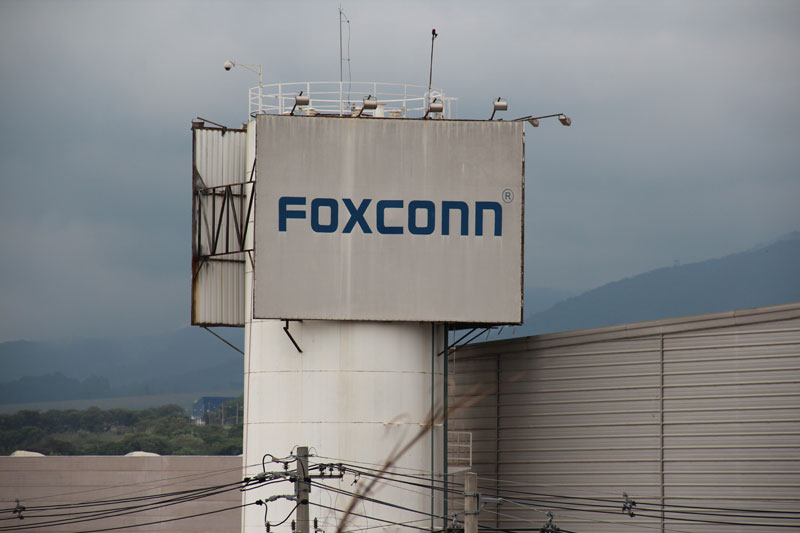 Foxconn doesn't have a set date to make iPads in Brazil, minister says