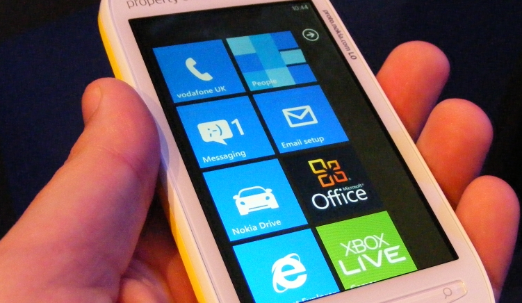 Windows Phone on a 10″ touchscreen is surprisingly awesome