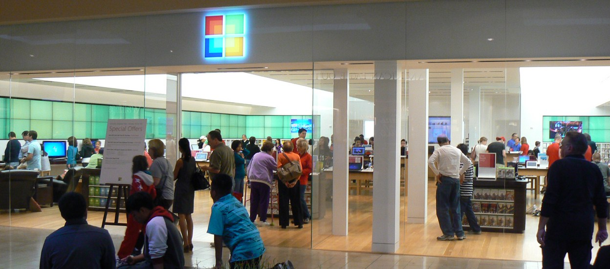 "Ballmer: ""We've got to beat"" Apple anyway, so let's build stores next to them ..."