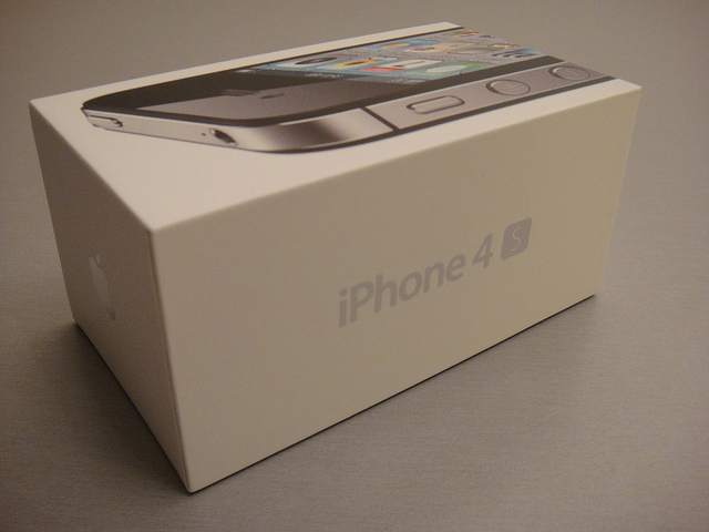 Mobile operators in Singapore may soon sell camera-less iPhone 4S models