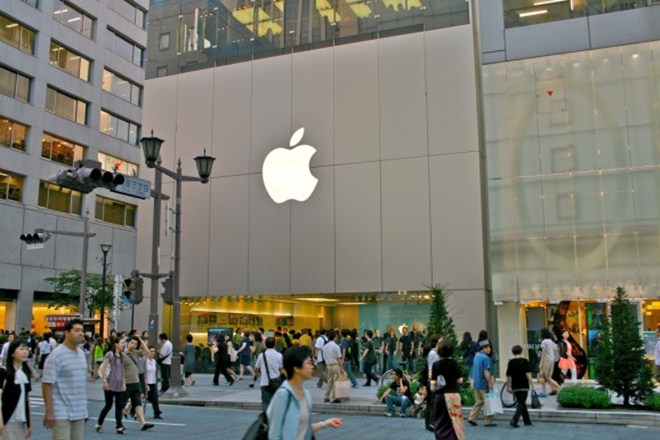 Apple's New Year 'lucky bags' lure thousands to its Stores in Japan
