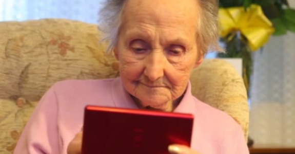 Meet the 100-year-old grandmother who can't get enough of the Nintendo DS